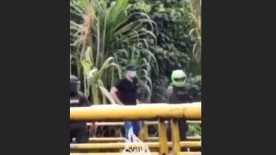 Investigan a policías que no evitaron que civiles dispararan contra manifestantes