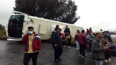 bus escolar se volcó con más de 30 niños